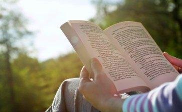 Você sabia que ler, além de encher sua vida de fantasia, também pode prevenir o Alzheimer?